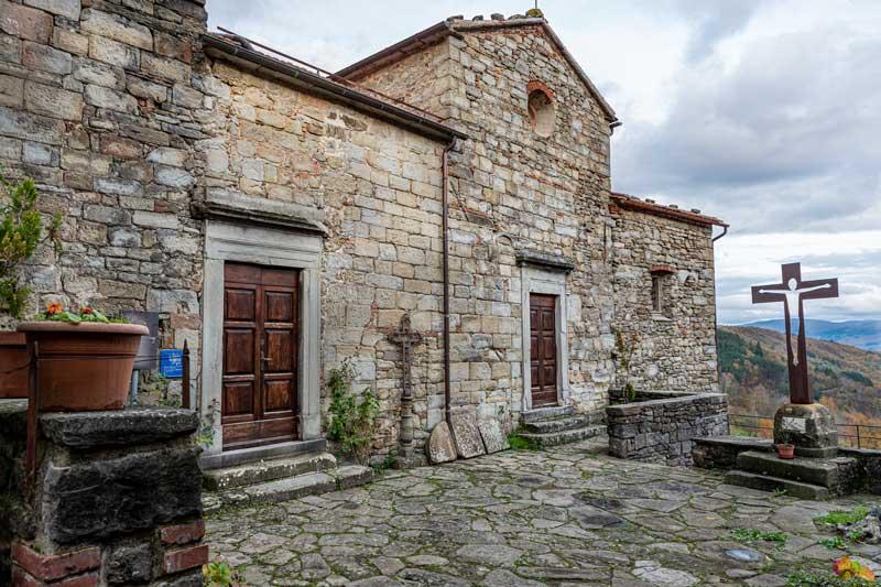 маленькая площадь в Карде, Тоскана, Италия