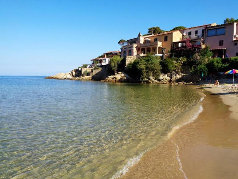на пляже острова Эльба