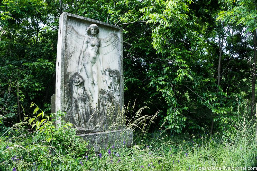 Заброшенная могила на Керепеши