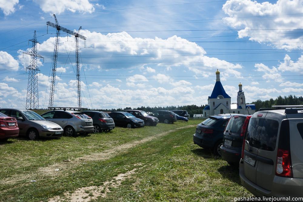 Парковка и церковь в Трусово