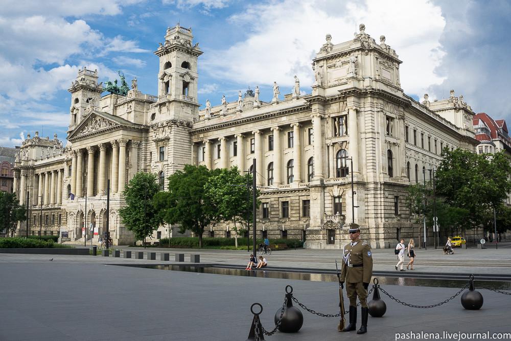 Площадь у Парламента Венгрии