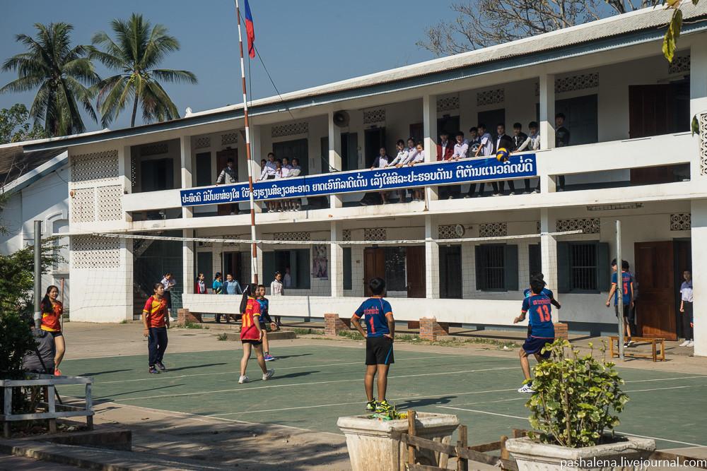 школа в Лаосе