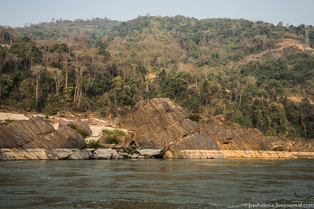 горы в Лаосе