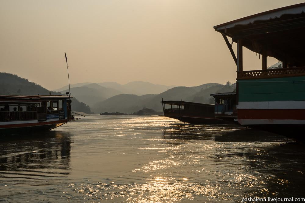 Закат на Меконге