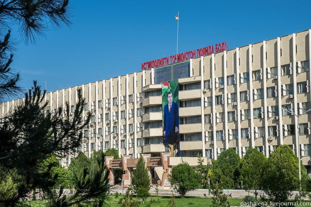 Эмомали Рахмон и демократические розы Таджикистана