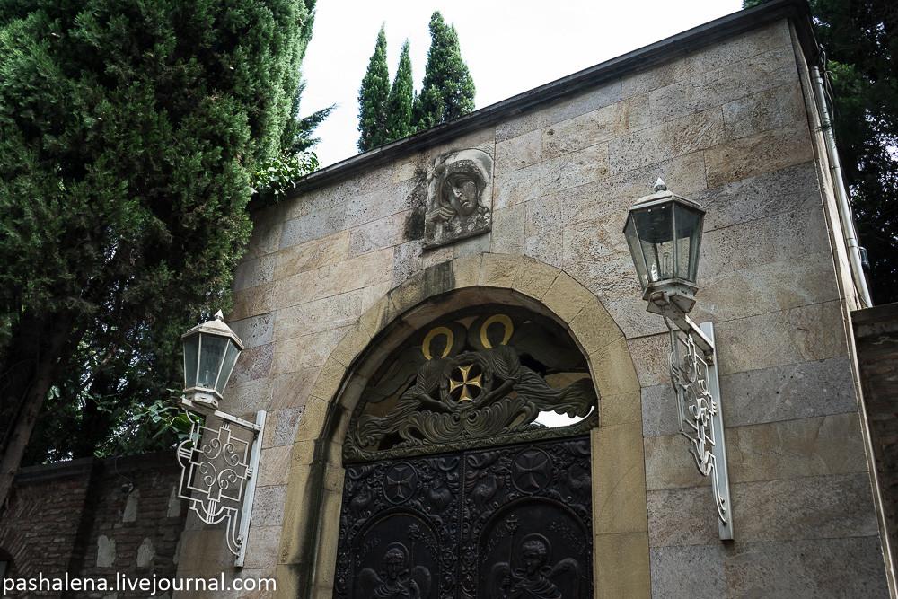 Ворота монастыря в Тбилиси