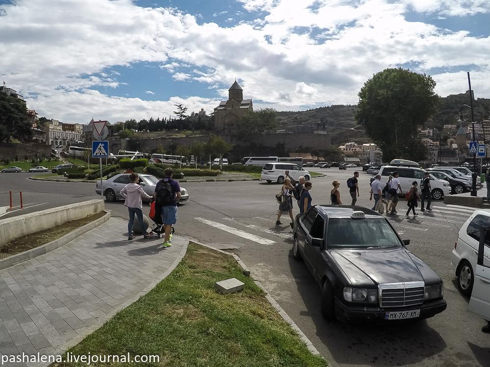 Пешеходный переход в Тбилиси