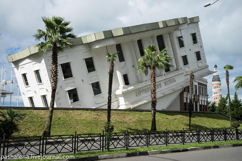 Перевёрнутый дом в Батуми