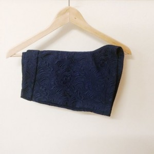 floral_embossed_tailored_shorts_in_navy_1397541372_99376881