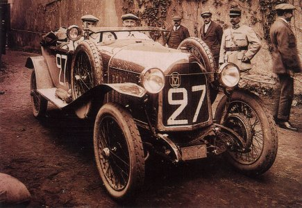 Первый_ЛеМан_1923_The brothers Léon and Lucien Molon came in at place 26 driving a 10HP Vinot & Deguingand.