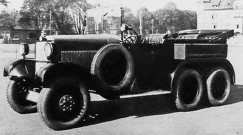 Selve-Voran, une 6x6 à moteur six cylindres de 3 litres, munis de six roues motrices.