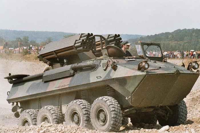 Mowag-Piranha-Amphibien 8x8 mit Raketenwerfer