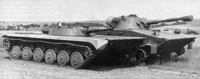Авиадесантный танк «Объект 911 Б» на испытаниях вместе легким плавающим танком ПТ-76Б. 1964 г.