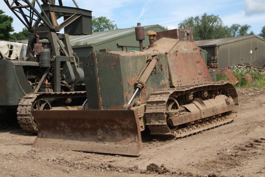 Caterpillar_D7_armoured_bulldozer_-_Russell_Saywell_-_IMG_9540