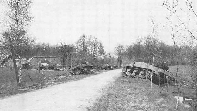 Woold near Winterswijk 31 March 1945. 4 Сумчатых Барана подбиты