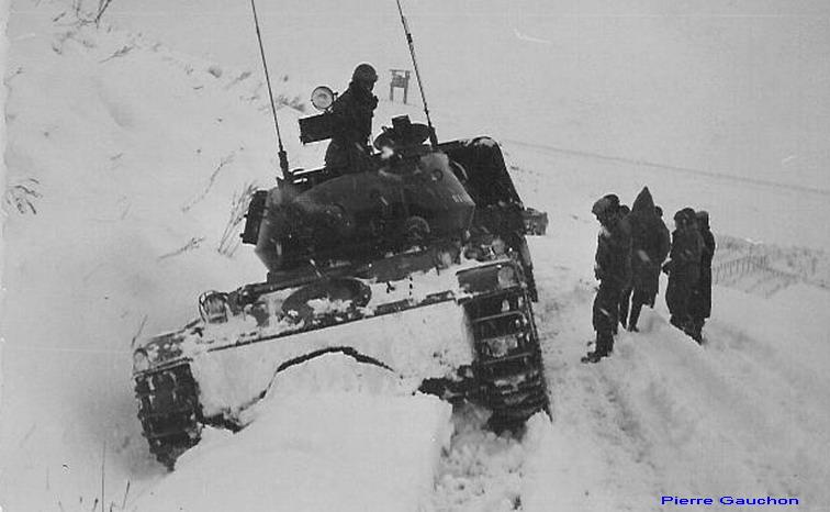 4ème Hussards, AMX 13 et tourelle de Chaffee dans la neige