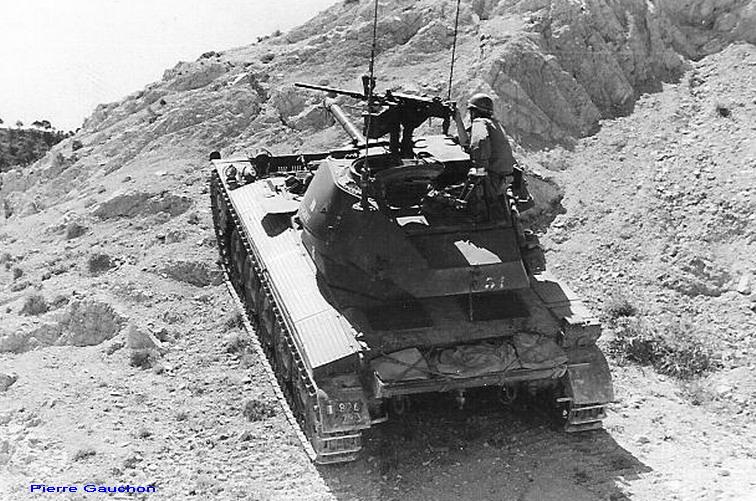 4ème Hussards.d amx 13 et une tourelle de M24 chaffee.