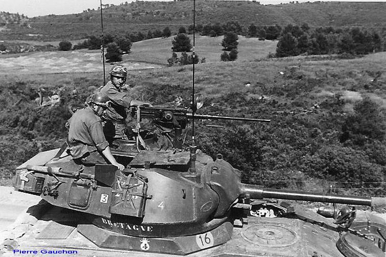 4ème Hussards Tourelle de Chaffee M24 sur AMX13.