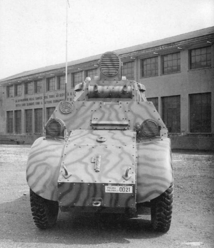 Vue frontale du prototype de la PAI, immatriculé Polizia coloniale 0021.jpg