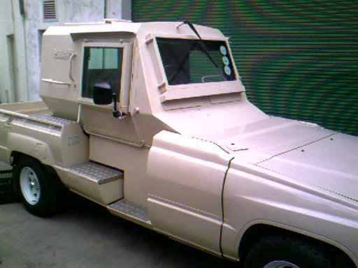 Toyota Landcruiser. I saw one of them deployed in the violence in Kwa-Zulu Natal in around 1990. The cab is armoured and mine-proofed..jpg