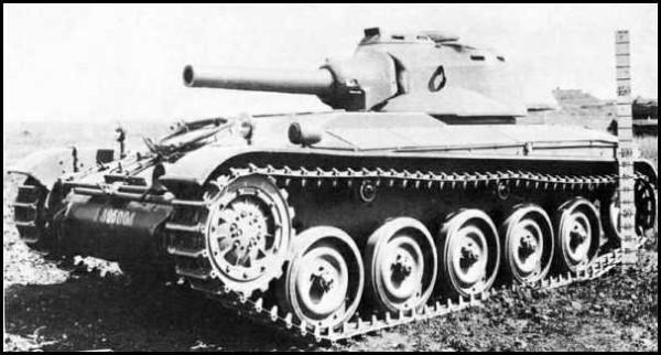 AMX-13 avec obusier de 105 mm sous tourelle.jpg