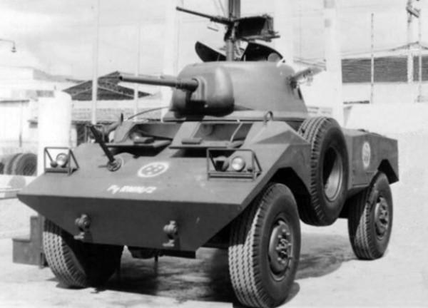 VBB-1 (Viatura Blindada Brasileira) 1968 e 70 a fotografia é do único protótipo.jpg