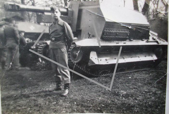 10.5cm leFH 16(Sf) auf Geschutzwagen FCM36(f).