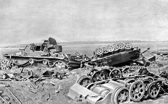 Боевая техника врага, разбитая советскими войсками в районе Смоленска (июль 1941 г.)