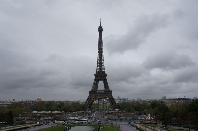 Негры веревочки под эйфелевой башней