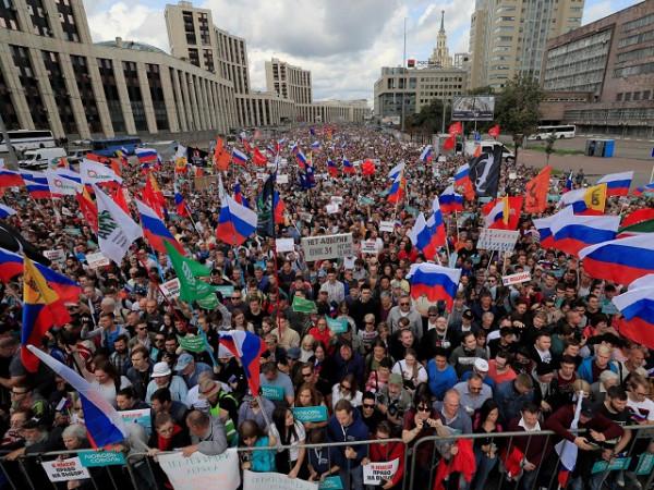 Зачем власть организует «либеральные протесты»?