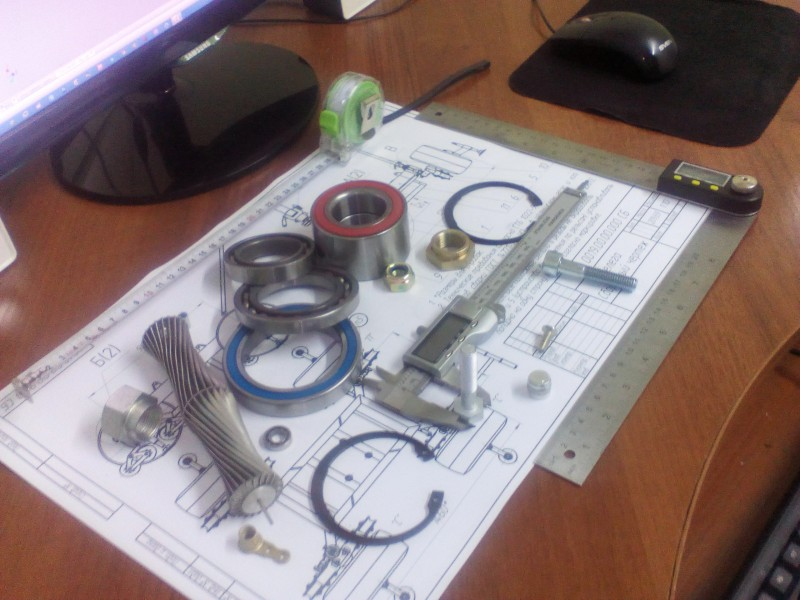 Выход из перечисленных ситуаций один — найти инженера конструктора, который быстро и качественно замеряет изношенные детали и изготовит чертеж.
