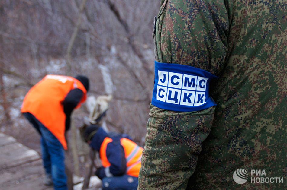 Макрон и Меркель требуют вернуть в Донбасс российских офицеров