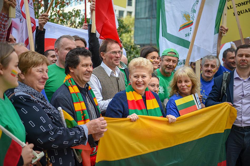Литва требует денег