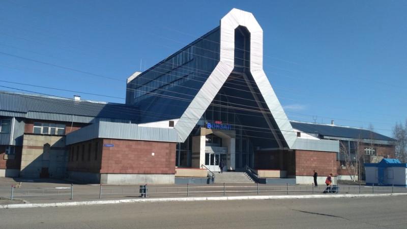 Железнодорожный вокзал имеет интересную архитектуру.