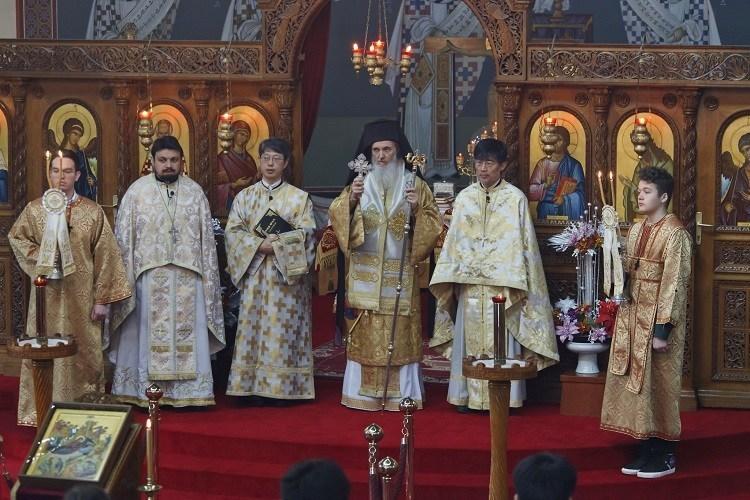 Каноническая православная Церковь Кореи во главе с митрополитом Амвросием