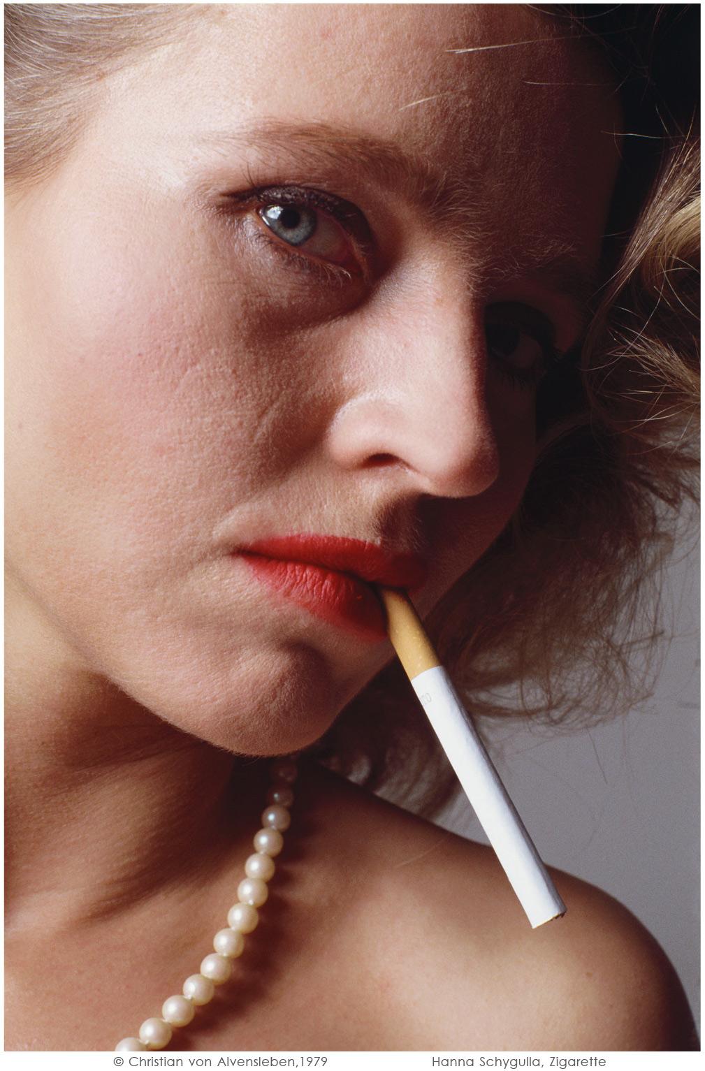 Hanna Schygulla, Zigarette