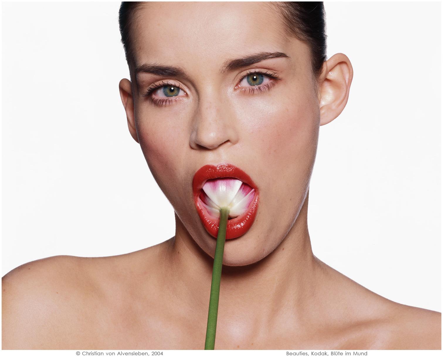 Beauties, Kodak, Blüte im Mund