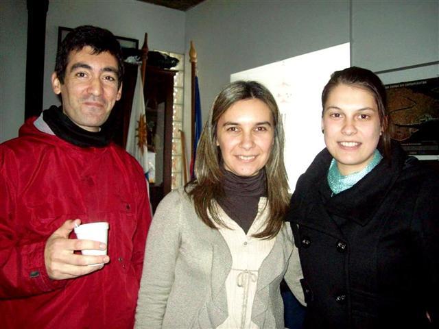 De derecha a izq: Gissel, Daniela (presentadora) y quien escribe estos párrafos
