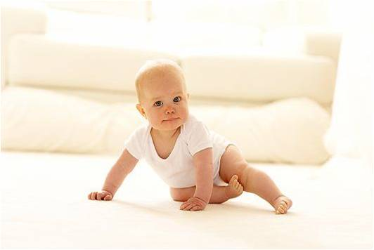 F0013141-Baby_sitting_on_a_carpet-SPL