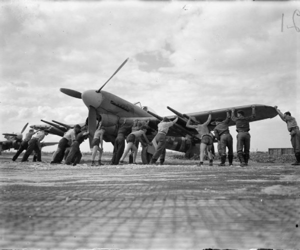 Royal_Air_Force-_2nd_Tactical_Air_Force,_1943-1945._CL890