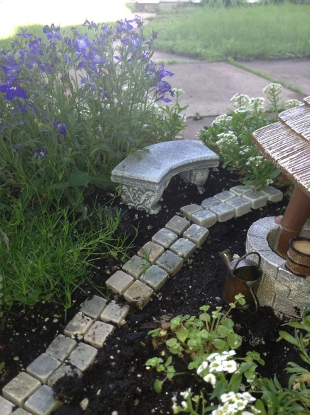 Fairy Garden - bench and well