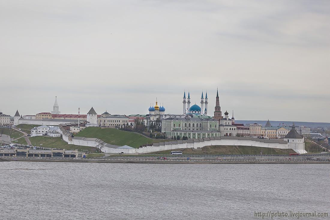 с другого берега Казанки