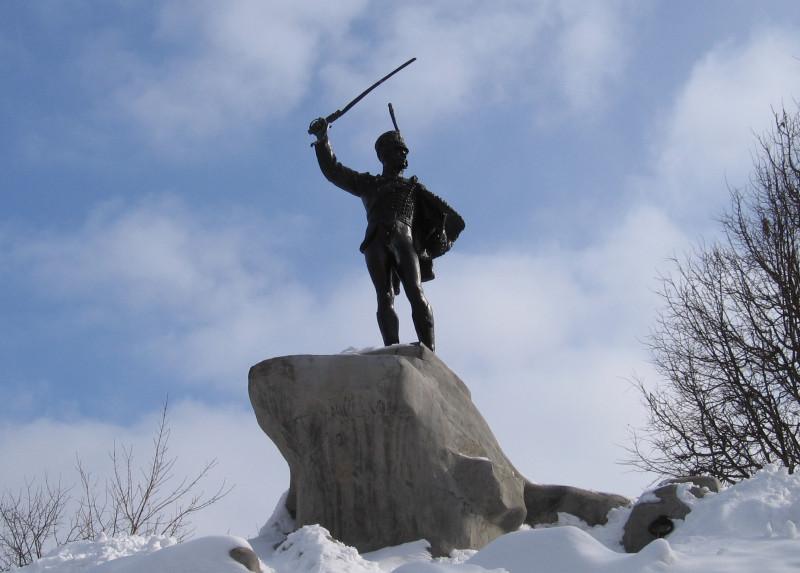 Верея. Памятник генералу Дорохову. Зима 2006 г.