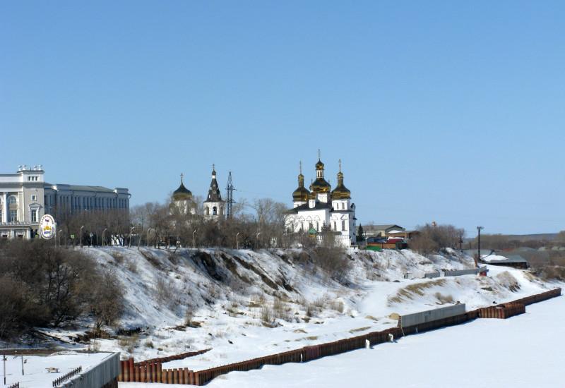 Тюмень. Вид на Троицкий монастырь с вантового моста через реку Туру. Зима 2013 г.