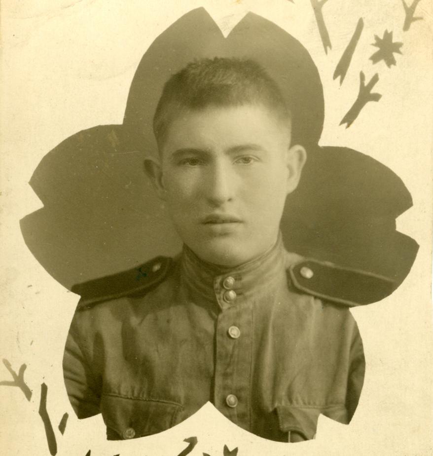 Северо-Восточный Китай (Манчжурия). 1946 или 1947 г. Отец был участником советско-японской войны августа 1945 г. (Почему-то мне захотелось поставить именно эту фотографию — наверное, для контраста с портретом из первой части, в зрелом возрасте).