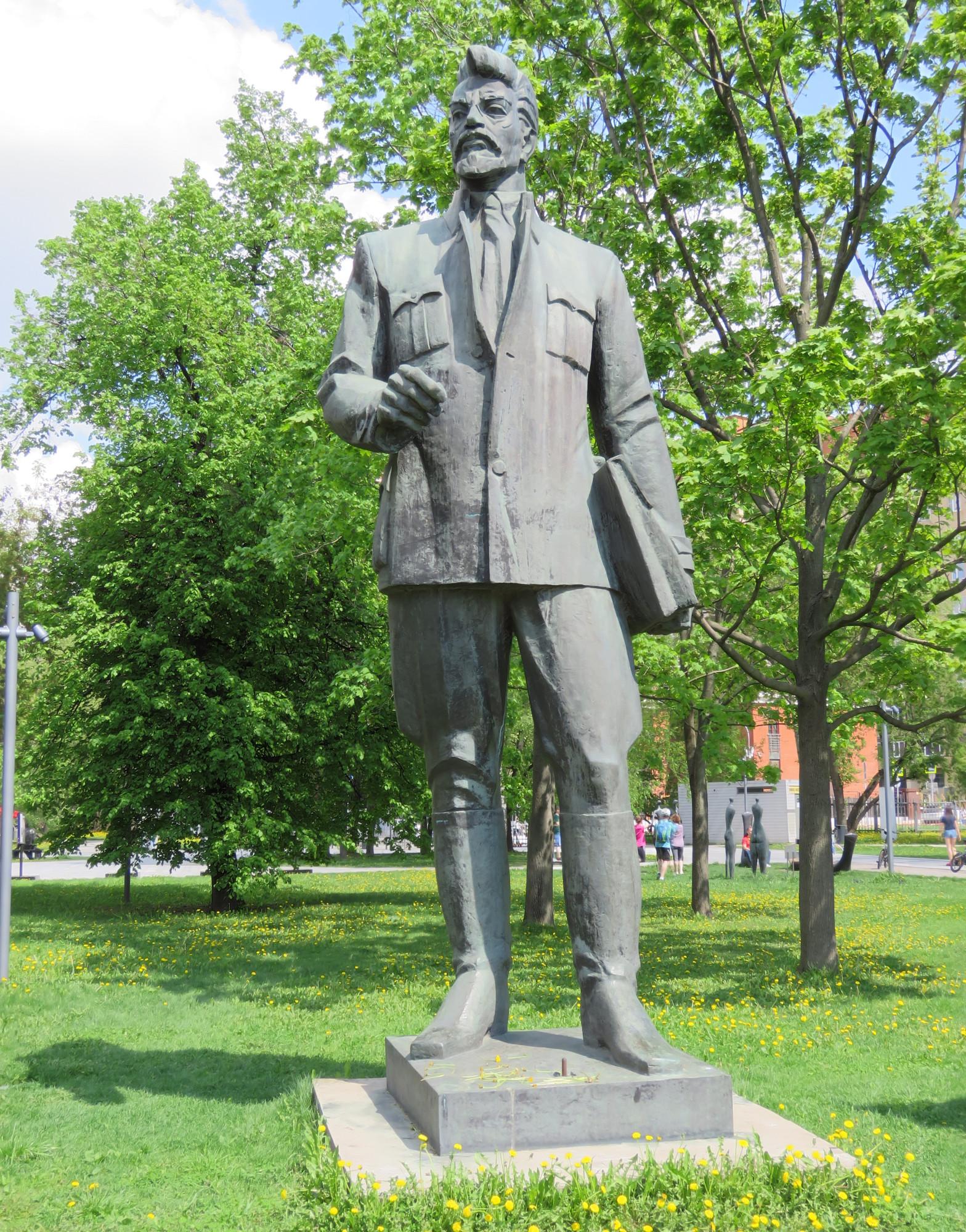 Амбарцумян Р. Е. Памятник Я. М. Свердлову. 1978 г. Бронза.