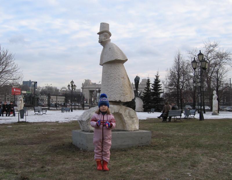 Пушкин здесь похож на кого-то из персонажей русской литературы XIX в. — чиновника средней руки...