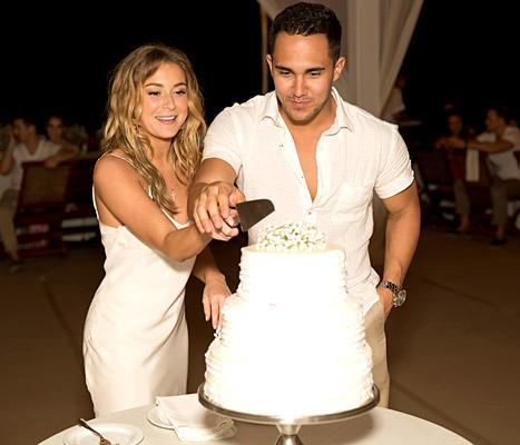 alexa-vega-carlos-pena-wedding-cake-inline