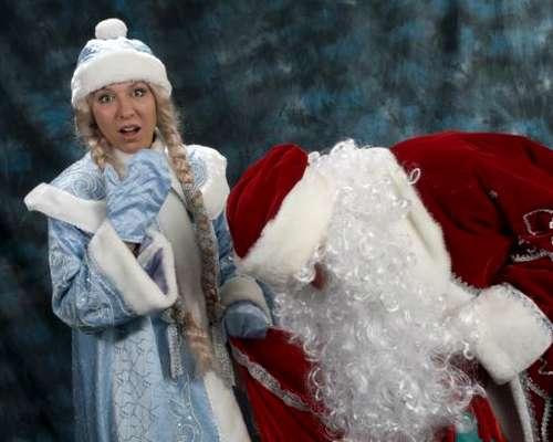 Пьяный Дед Мороз со Снегурочкой