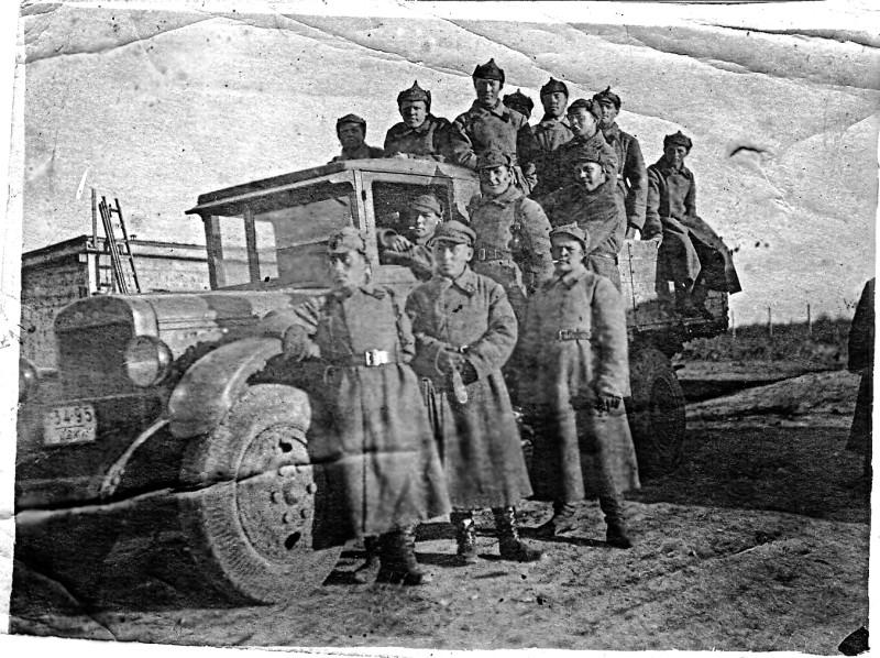 19.8.1941 г. с. Гребёнка, Полтавской обл. На переднем плане Наум Вольфовский.